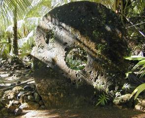 Большой камень Раи в деревне Гачпар